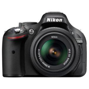 Nikon D5200 (avec objectif 18-55mm)