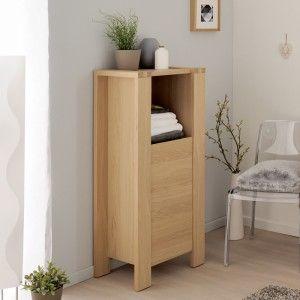 Colonne de salle de bain en bois avec porte