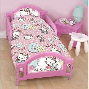 Character World Hello Kitty Stich - Housse de couette, couette, taie et oreiller (120 x 150 cm)