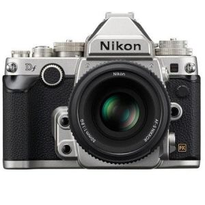 Nikon DF (avec objectif 50mm)