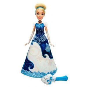 Hasbro Poupée Disney Princesses : Cendrillon robe magique