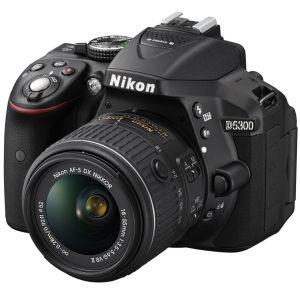 Nikon D5300 (avec objectif 18-55mm)
