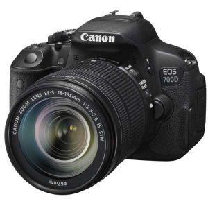 Canon EOS 700D (avec objectif 18-135mm)