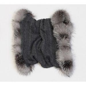 Écharpe grise en laine et fourrure de renard