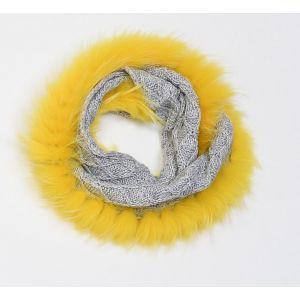 Écharpe grise en laine et fourrure jaune de finnraccoon