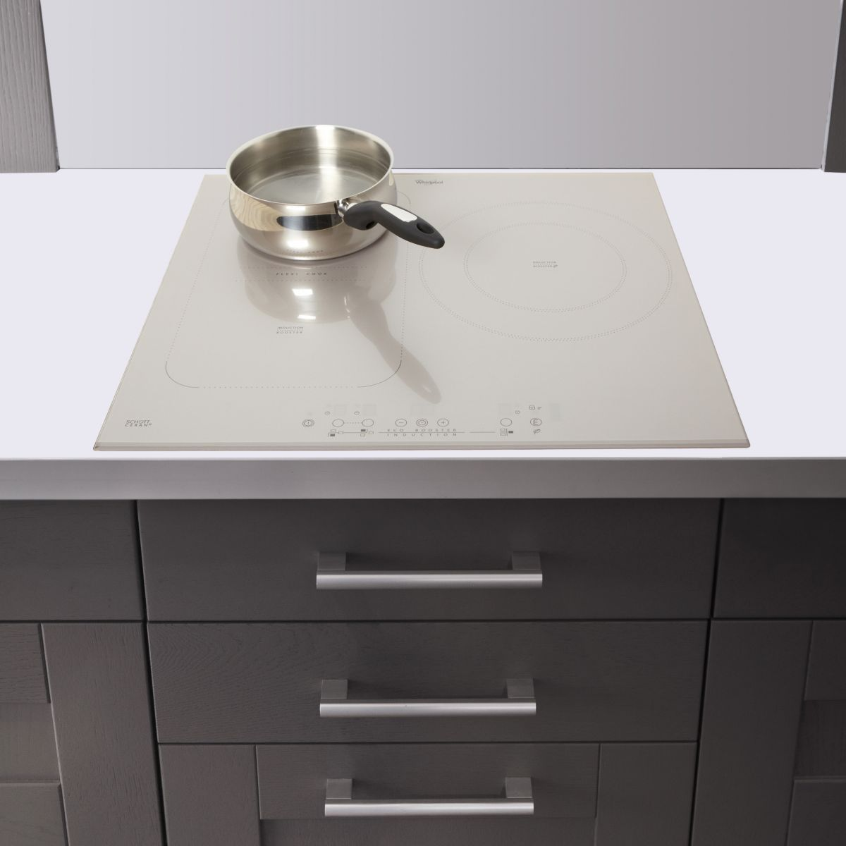 Whirlpool acm 911 bf table de cuisson induction flexi for Table de cuisson induction whirlpool