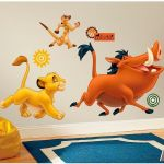 ROOMMATES Sticker géant Simba Timon et Pumba Le Roi lion repositionnable