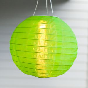Lights4Fun Lot de 3 Lampions Chinois LED Solaires Verts à Suspendre, 20cm