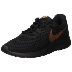 Nike WMNS Tanjun, Chaussures de Gymnastique Femme, Noir (Black/MTLC Red Bronze 005), 40.5 EU