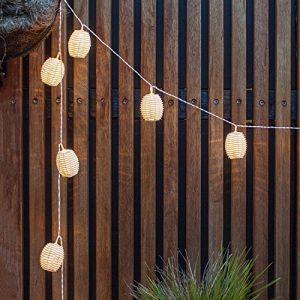 Lights4Fun Guirlande Lumineuse LED Solaire avec 10 Lanternes Blanches Effet Rotin