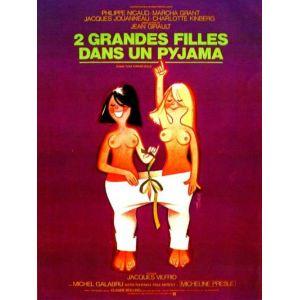 Deux grandes filles dans un pyjama