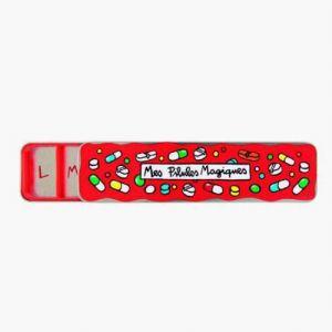 """Derrière la porte Boîte à Pilules """"Mes Pilules Magiques"""" rouge"""