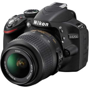 Nikon D3200 (avec objectif 18-55mm)