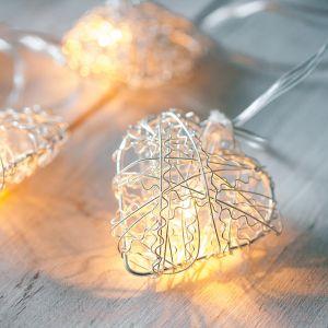 Image de Lights4Fun Guirlande Lumineuse LED à Piles avec 10 Coeurs Argentés en Grillage