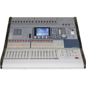 Tascam DM-3200 - Console de mixage numérique