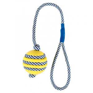 Trixie Balle sur une corde phosphorescente