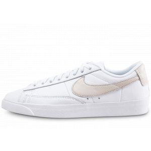 Nike Chaussure de Basket-ball Chaussure Blazer Low LE pour Femme - Blanc Taille 41