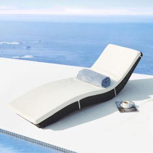 Concept-Usine Ondine : bain de soleil en résine tressée noire, matelas blanc