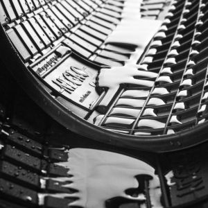 DBS Tapis Auto en Caoutchouc - sur Mesure - Tapis de Sol pour Voiture - 4 Pièces - Caoutchouc Haute Qualité - Inodore - Antidérapant - Rebords Surélevés - 1766484
