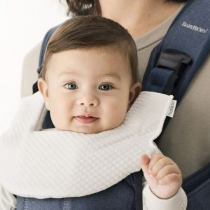 BabyBjörn Bavoir pour porte bébé One blanc