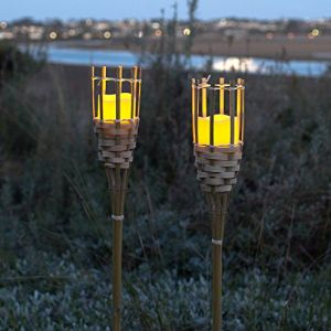 Lights4Fun Lot de 2 Torches de Jardin en Bambou avec Bougie LED à Piles