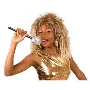 Perruque chanteuse rock