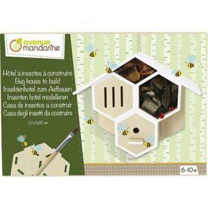 Avenue mandarine CO173C - Une boite créative Hôtel à insectes à construire comprenant un hôtel 18x9x20 cm à assembler, un pinceau, de la colle et de la peinture