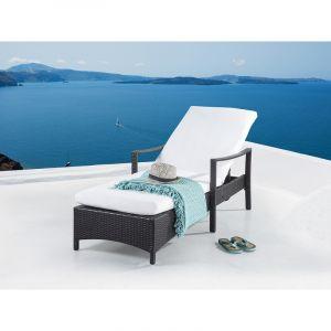 Beliani Vaxtro - Transat en rotin brun, chaise longue avec accoudoirs et coussin