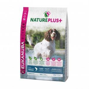 Eukanuba Natureplus - Croquettes avec saumon pour chien adulte de moyenne race - Sac 2,3 kg