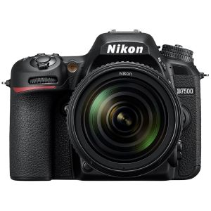 Nikon D7500 (avec objectif 18-200mm)