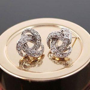 ACE Pleine de boucles d'oreille en diamant clignotants (chengbeijiangjinluofen, neuf)