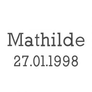Gravure prénom + date sur médaille (Typo 7 Rockwell)
