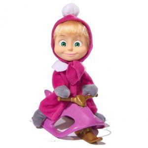 Petite poupée Macha et sa luge