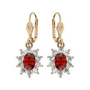 Boucles d'oreille pendantes en plaqué or collection joaillerie avec pierre ronde rouge contour oxydes blancs sertis et fermoir dormeuse