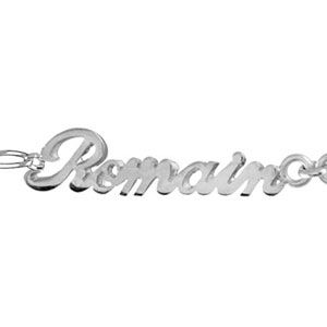 Bracelet en argent chaîne mailles 1+1 largeur 2mm avec découpe anglaise 2 prénoms séparés par un coeur - longueur 18,5cm réglable 17cm