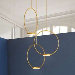 Suspension LED dorée Odigiotto à trois lampes