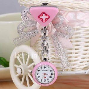 unisexe infirmière coeur quartz analogique en alliage de forme ronde Watch (1pc) (couleurs assorties)