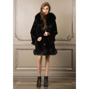 Manteau noir en fourrure de lapin garni de renard