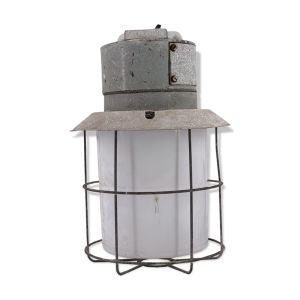 Applique intérieur extérieur métal galvanisé et globe opaline avec grille