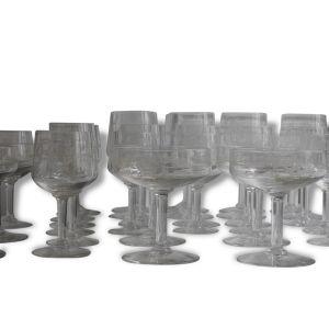 Un lot de 36 verres en cristal Saint Lambert
