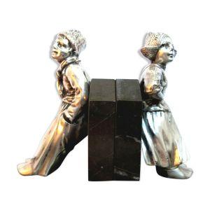 Serre-livres art déco enfants hollandais en métal argenté sur terrasse en marbre noir