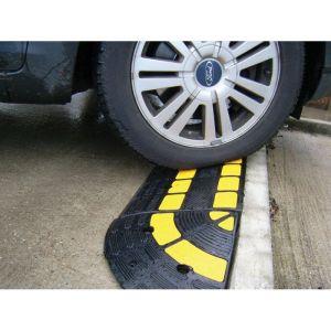 Rampe de trottoir avec passe cable integré OPTO : Hauteur - 100 mm