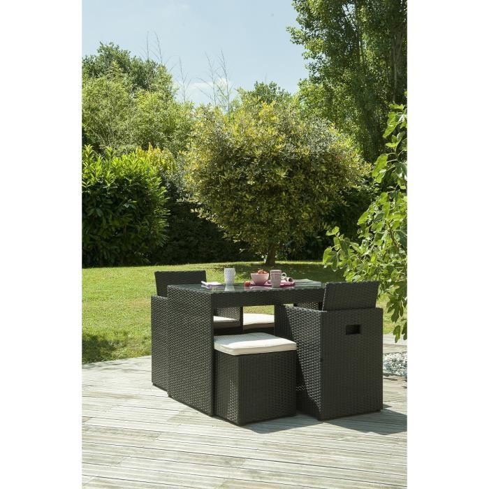 DCB Garden Salon de jardin 2 place table résine tressée/verre + 2 fauteuils  + 2 poufs encastrables